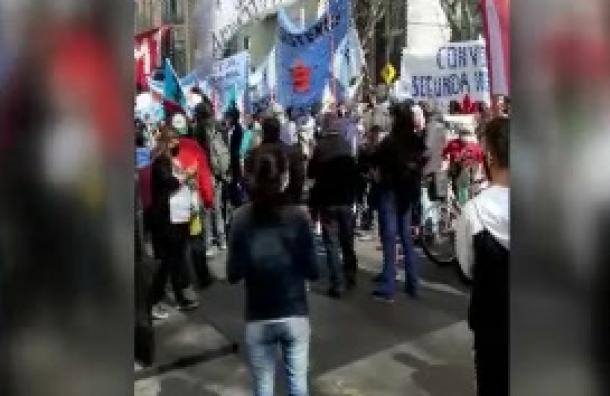 Manifestantes atacaron la Embajada Paraguaya en Buenos Aires