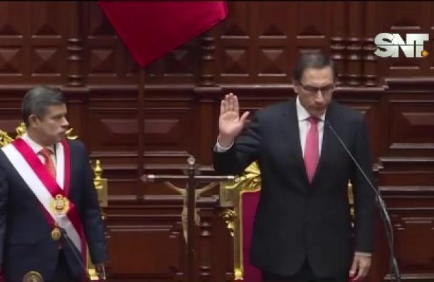 Perú: El Presidente Martín Vizcarra acepta su destitución
